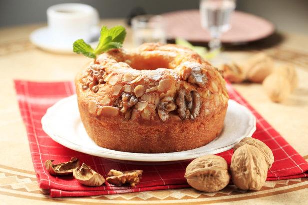 Rezept Nusskranz zum Sonntagskaffee ohne Zucker, Nusskuchen, Nusszopf, Nussguglhupf, zuckerfrei