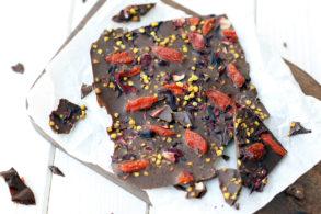 Rezept Superfood Schokolade zuckerfrei, Selbstgemachte Schokolade, Vegane Schokolade, ohne Zucker, DIY Schokolade