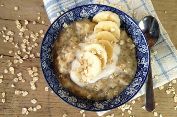 Protein-Bananen Oatmeal, Haferbrei, ohne Zucker, mit Xylit