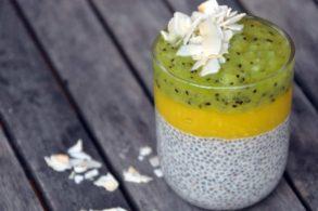 Rezept Chia Früchte Kokos Kiwi Mango Pudding ohne Zucker Superfood