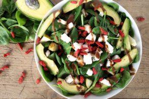 Bunter Salat, Ziegenkäse-Goji-Salat, Fruchtiger Goji-Spinatsalat, Salat mit Gojibeeren und Ziegenkäse