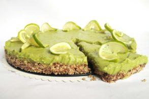 No Bake Torte, Limettentorte vegan, Nustorte ohne Mehl, Rohvegane Limettentorte mit Avocado, Limetten-Nusskuchen ohne Zucker