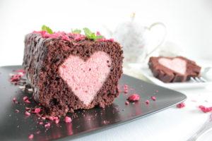 Hidden Heart Cake, Versteckter Herzkuchen, Veganer Herzkuchen, Schoko-Herzkuchen