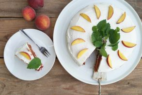 Pfirsichkuchen, Obstkuchen, Obsttorte, Joghurttorte mit Pfirsich, zuckerfrei
