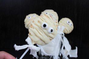 Mummy Pie Pops, Halloween Pie Pops, Halloweenkekse, Kekse am Stiel, Süßes für Halloween, Halloweenparty, Mumienkekse, Mumienkuchen, zuckerfrei, ohne Zucker