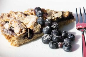 Heidelbeer-Ingwer-Kuchen, Heidelbeertorte, gedeckter Heidelbeerkuchen, Heidelbeer-Crumble-Kuchen