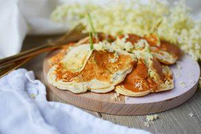 Hollerpancakes, Holunderpalatschinken, Holunderdolden Palatschinke, Pancakes mit Holunder