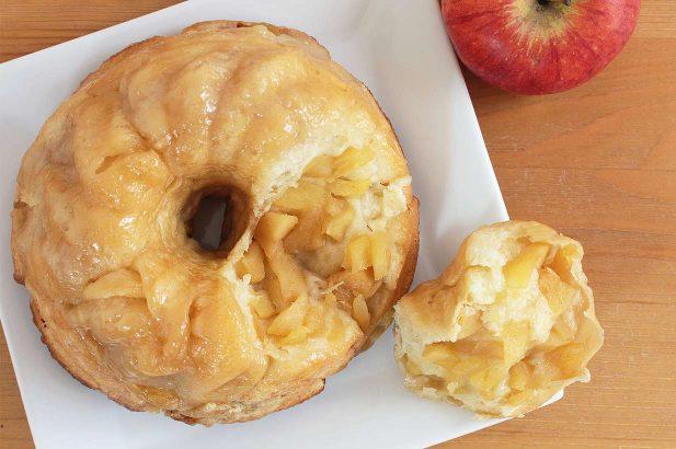 Monkey Bread, Affenbrot, Affenpuzzle, klebriges Brot, ungarischer Kaffeekuchen, goldener Knödel-Kaffeekuchen, Pinch-me-Kuchen, Pluck-it-Kuchen
