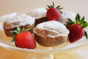 Muffins zuckerarm, Vanillemuffins mit Xylit, Vanillekipferl Muffins gesund, Vanillekipferl Muffins zuckerfrei, Muffins zuckerfrei, Muffins mit Erdbeerkern zuckerfrei