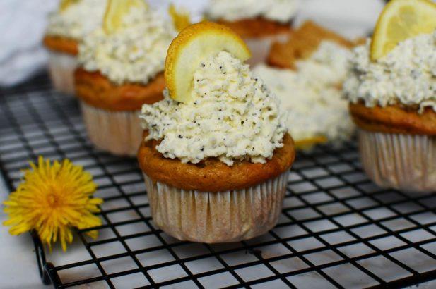 Zitronen Cupcakes ohne Zucker, Cupcakes mit Mohn und Zitrone zuckerfrei, Zitronen-Mohn-Cupcakes zuckerfrei