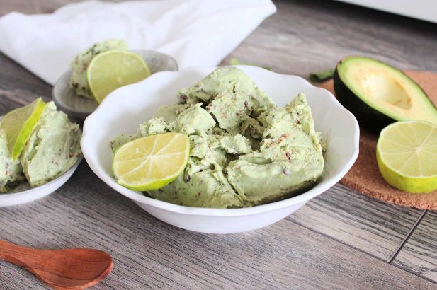 Low Carb Eis, Veganes Avocado Eis ohne Zucker, Eis ohne Zucker, Eis lower Carb, Avocado Schoko Eis zuckerfrei, Avocado Schoko Minz Eis mit Birkenzucker
