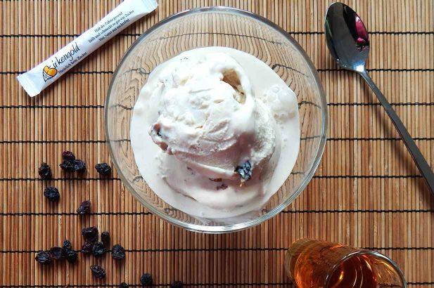 Rum-Rosinen Eis low carb, Rum-Rosinen Eis mit Birkenzucker, Rum-Rosinen Eis mit Xylit, Rum-Rosinen Eis ohne Zucker