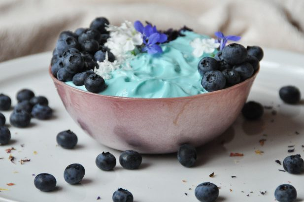 Veganes Joghurt mit Spirulina, Veganes Joghurt zuckerfrei, Sojajoghurt mit Spirulina, Joghurt mit Birkenzucker, Veganes Superfood Joghurt, Superfood Dessert