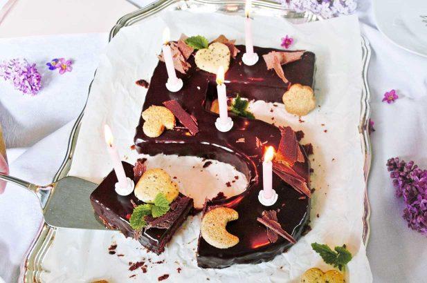 Schokoladen Geburtstagskuchen, Geburtstagskuchen Schoko, Schokokuchen, Geburtstagsschokokuchen, Schokoladekuchen, Geburtstagskuchen mit Schokolade, Geburtstagskuchen