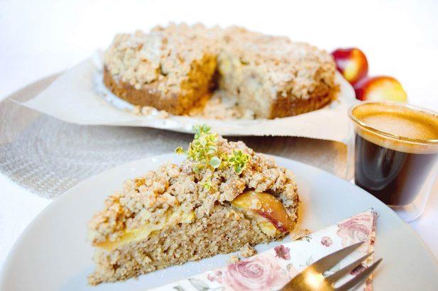 Streuselkuchen mit Nektarinen, Nektarinenkuchen, Streuselkuchen, Obstkuchen mit Streusel, Crumble mit Nektarinen