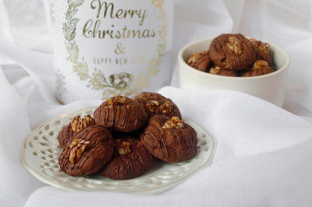 Vegane Weihnachtskekse, Schokokekse vegan, Schokokekse, Weihnachtskekse, zuckerfreie Schokokekse, zuckerfreie Weihnachtskekse, kalorienarme Weihnachtskekse, kalorienarme Schokokekse, laktosefreie Schokokekse, laktosefreie Weihnachtskekse, gesunde Weihnachtskekse, gesunde Schokokekse